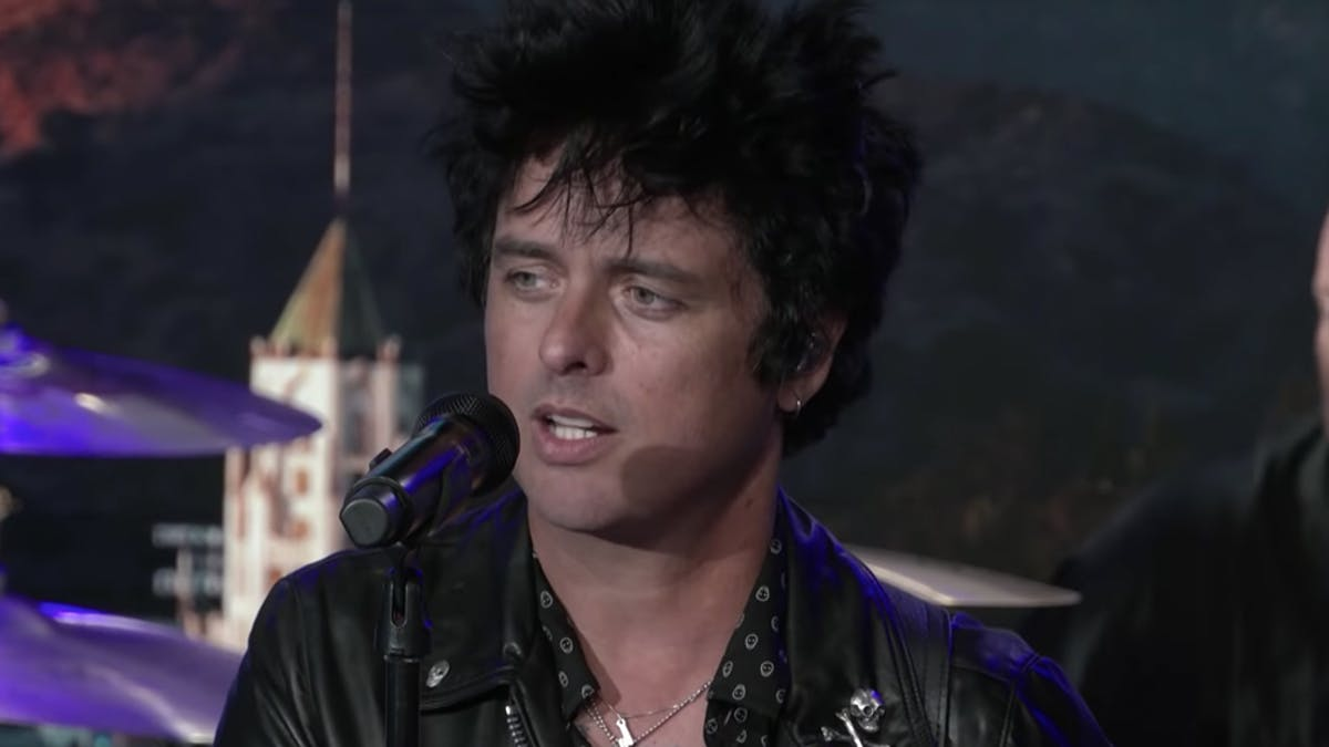 "Billie Joe Armstrong Discusses ""Honouring"" His Late Father With Wake Me Up When September Ends"