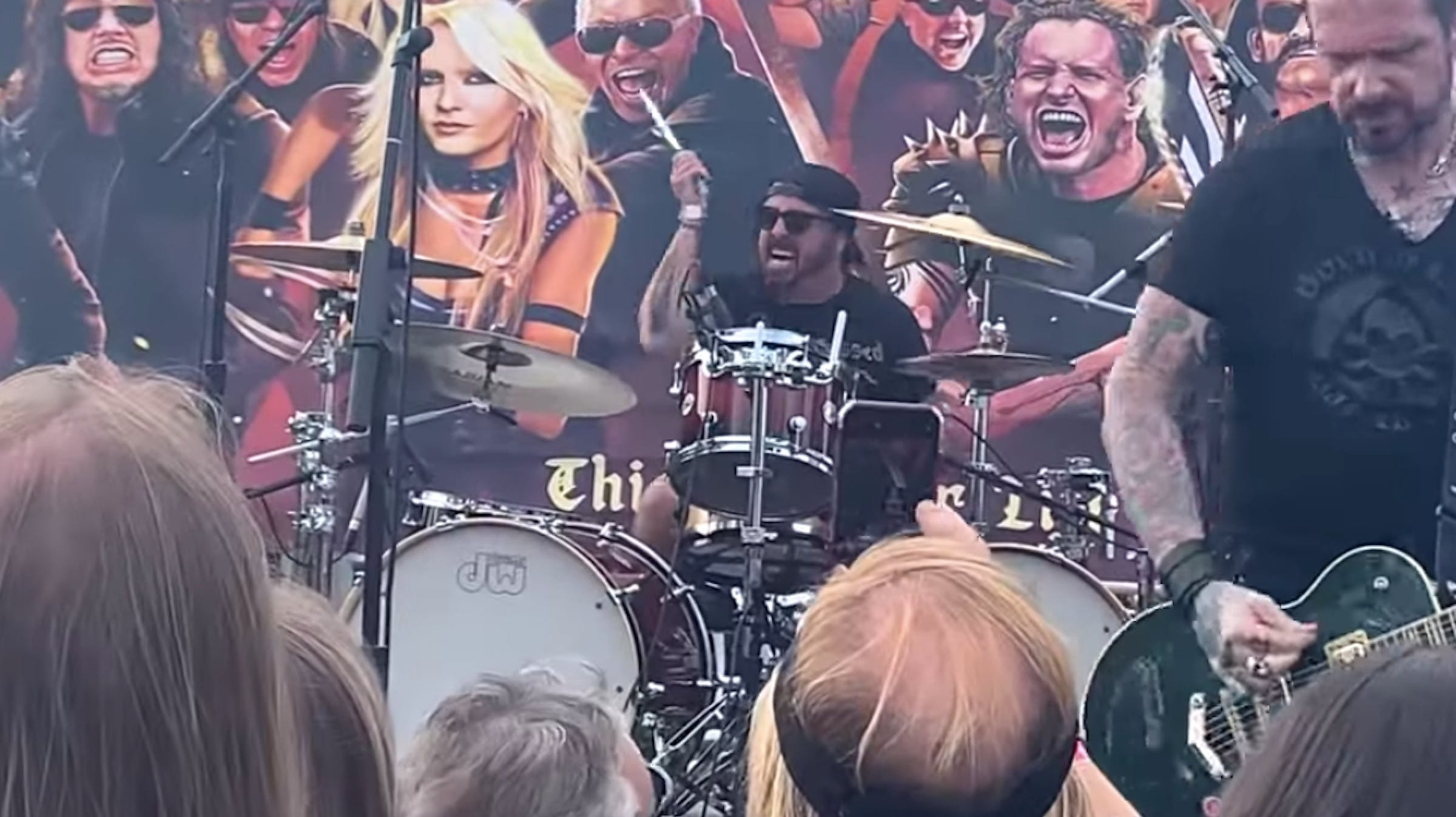 Watch Dave Grohl Drumming On Motörhead And Thin Lizzy Classics At Dio Tribute Show