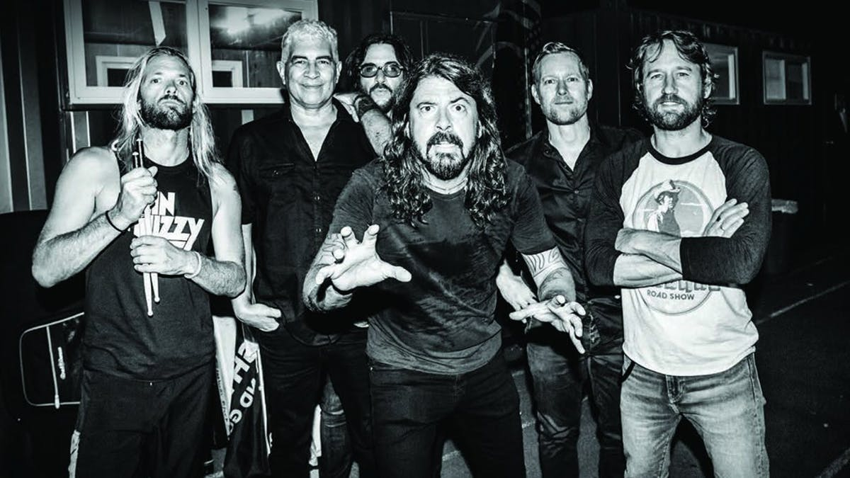 """The Magic Of Foo Fighters: """"Dave Grohl Can Make 80,000 People Feel Like They're His Best Friend"""""""