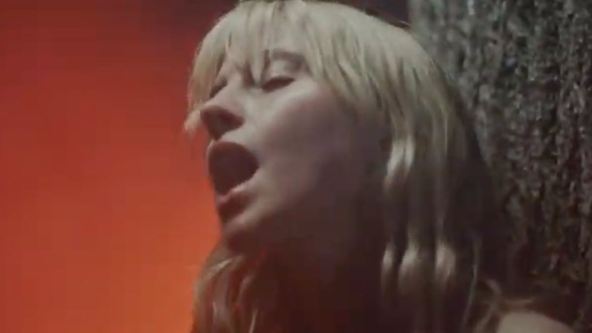 Paramore's Hayley Williams Releases Eerie New Single And Video, Simmer