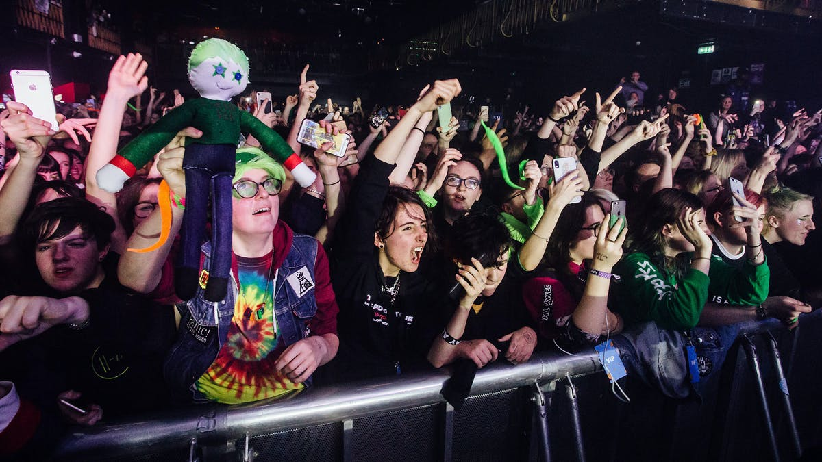 5 Simple Ways You Can Help The Rock Scene Get Back On Its Feet