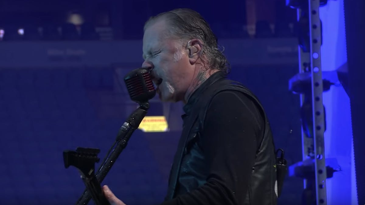 Watch Metallica Perform St. Anger In The Rain